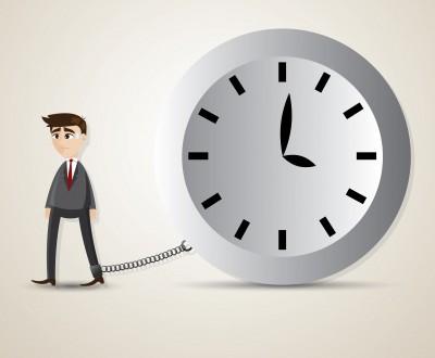"""Com objetivo de potencializar resultados, cada vez mais as empresas têm estendido a jornada dos trabalhadores, inclusive implantando o famoso """"terceiro turno""""."""